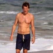 shirtless-kevin-bacon-kyra-sedgwick-back-tattoo-photos
