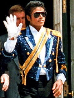 michael-jackson-waving-hand-glove-white-house-1984-80s-sunglasses-eighties-blue-gold-costume-jacket-pop-music-singer-super-star