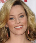 elizabeth-banks-shoulder-length-blonde-hairstyle