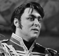 luciano-pavarotti-2-1385995078-view-0